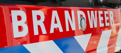 Plezierjacht in problemen door brand in machinekamer