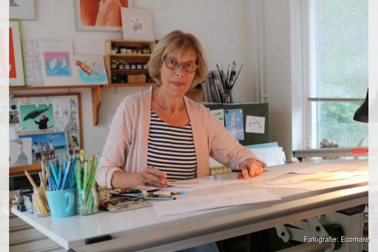 Monica Maas geeft workshop zeehondentekenen bij Ecomare