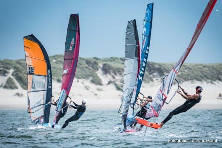 Franse windfoilers laten zich zien op eerste dag Waves Festival