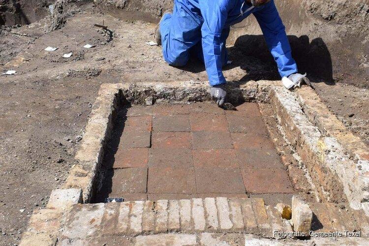 Bijzondere archeologische vondst op Texel: zodenhuis uit middeleeuwen ontdekt
