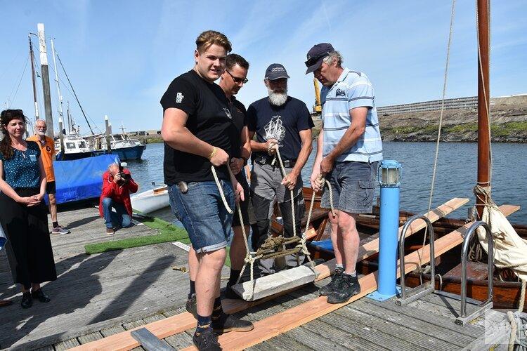 Lood uit Museum Kaap Skil naar expeditieschip Willem Barentsz