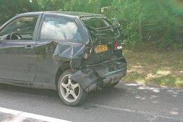 Kop-staartbotsing in Den Burg: twee voertuigen total loss