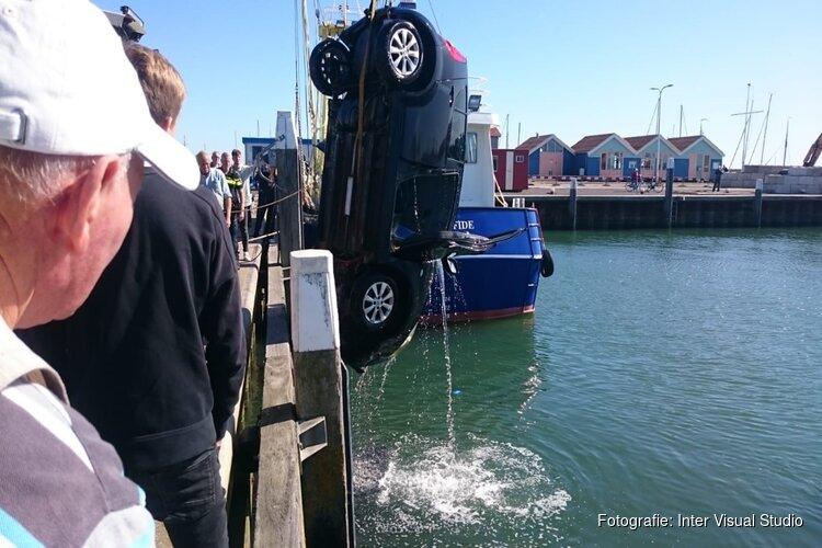 Handrem vergeten: auto te water