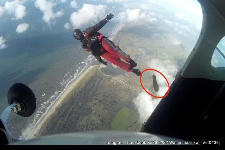 Zoektocht naar schoen na parachutesprong boven Texel