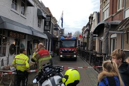 Brandweer zet winkelstraat Texel af