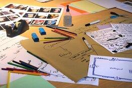 Kinderen werken aan tentoonstelling bij Museum Kaap Skil