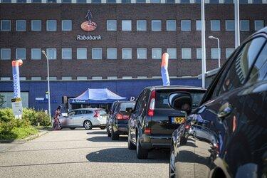 Drive-thru bij Rabobank voor ondersteuning clubs