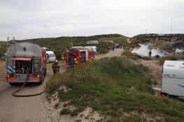 Caravan vliegt in brand op camping De Koog