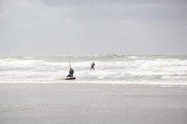 Forse schade aan strandhuisjes op Texel door hoogwater
