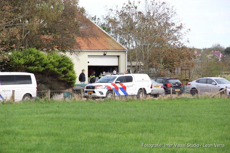 Politie valt woning binnen op Texel