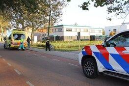 Fietser botst met auto op Texel, slachtoffer naar ziekenhuis