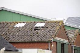 Man zakt door dak op Texel