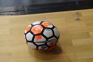 Zaalvoetballers RKAV Volendam herstellen zich tegen Texel '94